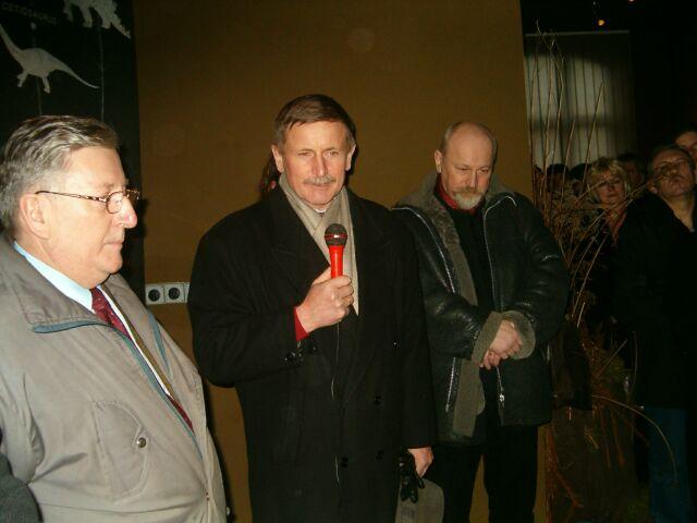 Podczas otwarcia przemawia prof. Jerzy Dzik z PAN